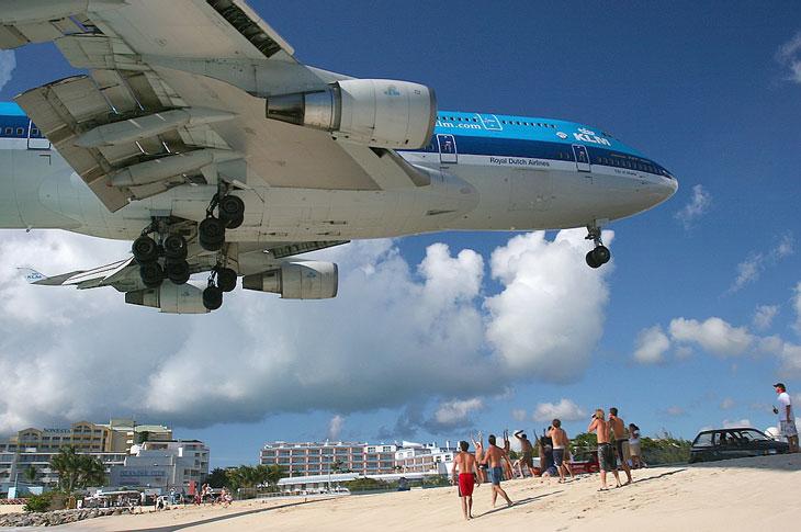 Maho Beach Carribbean Maho Beach   The Most Dangerous Beach Of The World