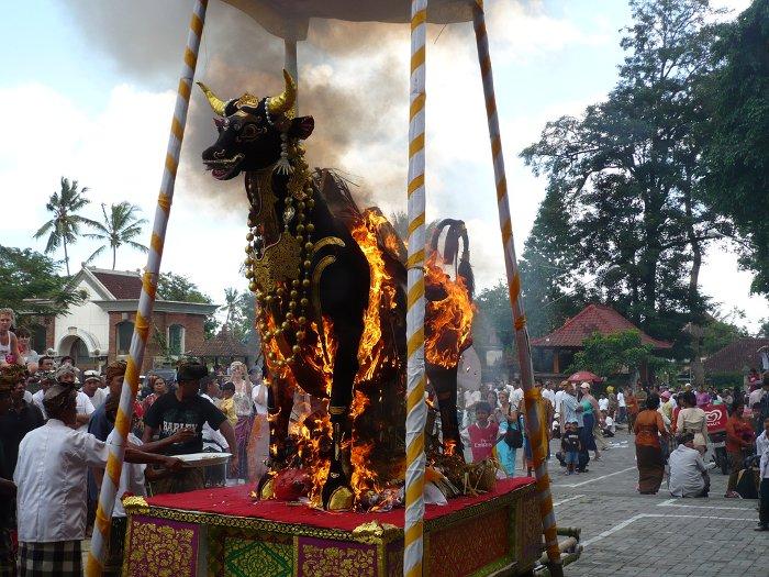 Gaben balinese funeral 2007-06-10
