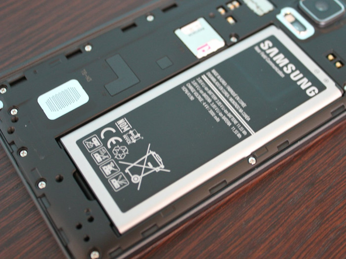 many-android-phones-let-you-replace-the-battery-thats-good-because-batteries-degrade-over-time
