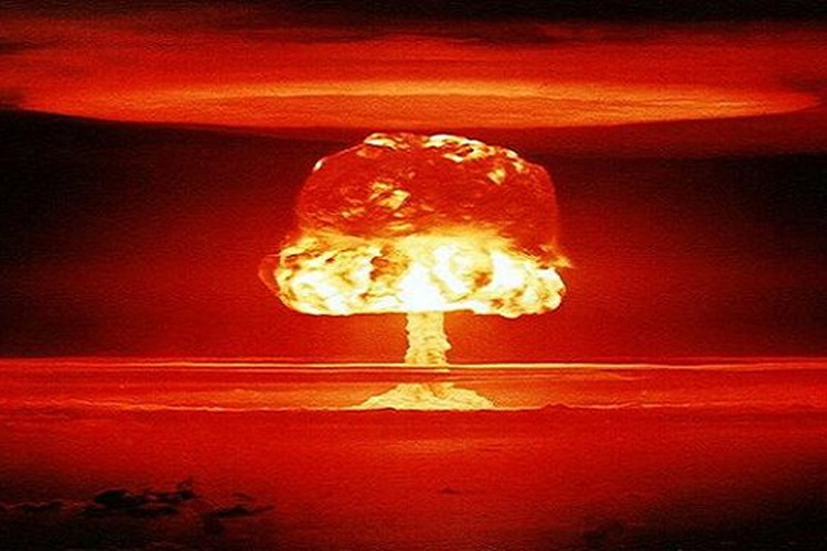 قارچ حاصل از انفجار بمب اتمی