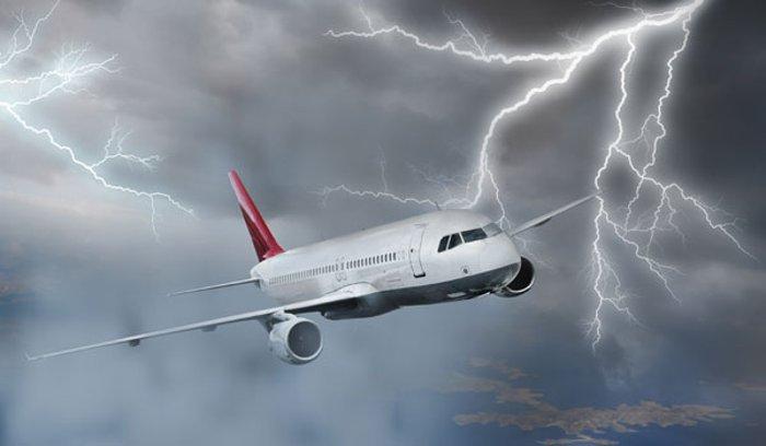 plane-lightning
