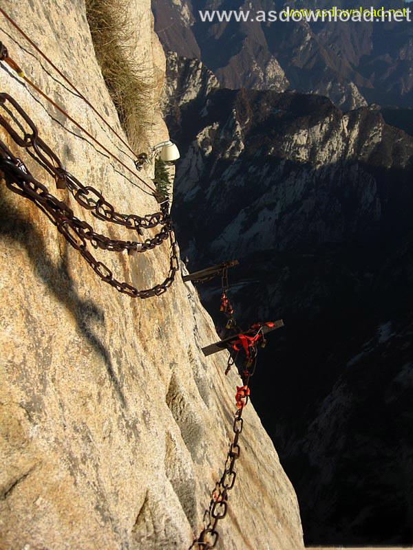 Mount-Huashan Danger Trail in world (25)