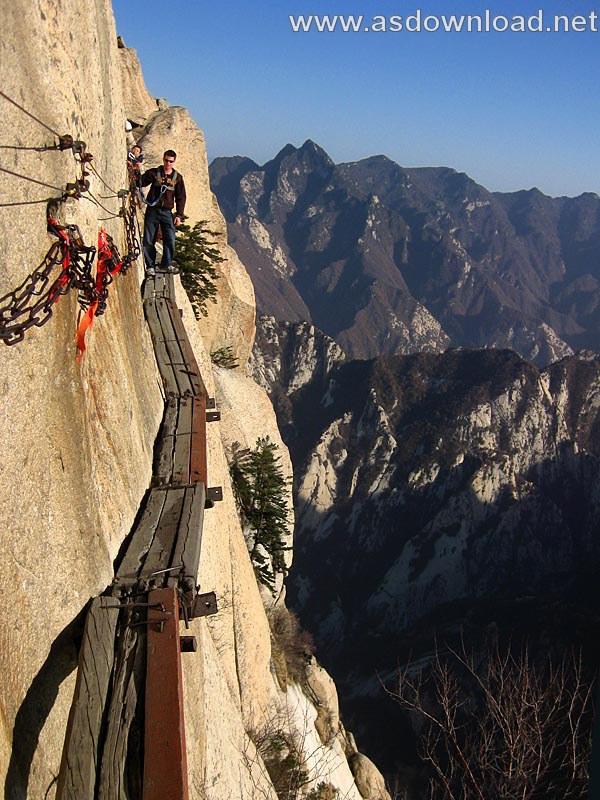 Mount-Huashan Danger Trail in world (34)