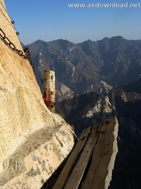 Mount-Huashan Danger Trail in world (37)