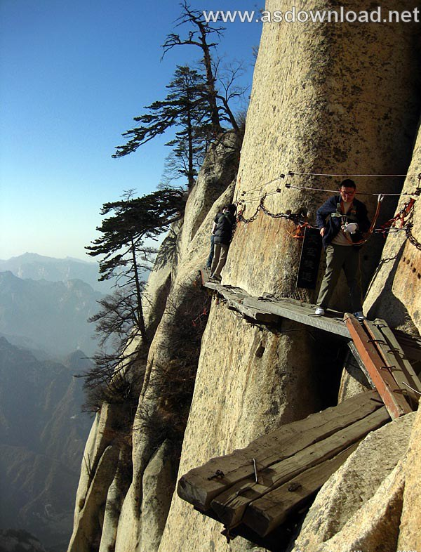 Mount-Huashan Danger Trail in world (42)