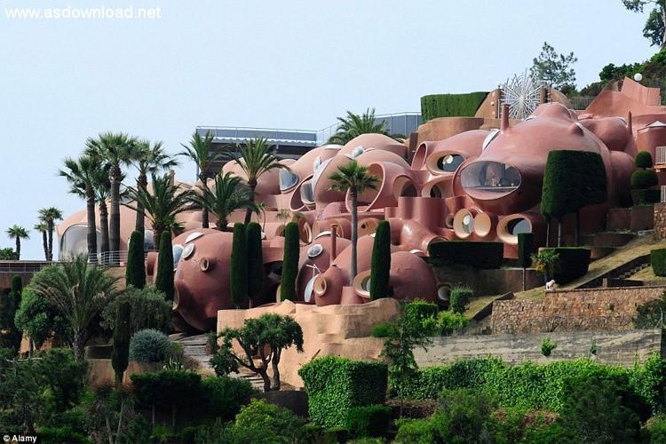 نگاهی به قصر حبابها، هتلی زیبا به سبک سورئال در کشور فرانسه