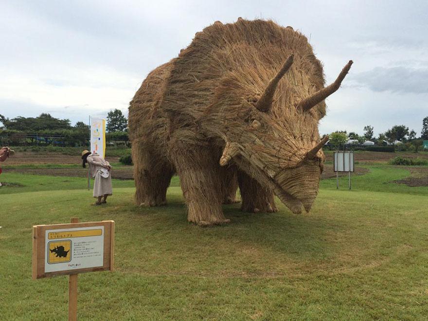 dinosaur-straw-sculptures-wara-art-festival-niigata-japan-7