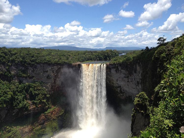 آبشار Kaieteur در مرکز Essequibo Territory