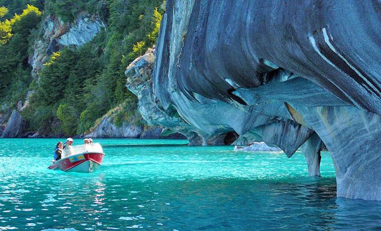 غارهای سنگ مرمر در دریاچه Carrera در پاتاگونیا