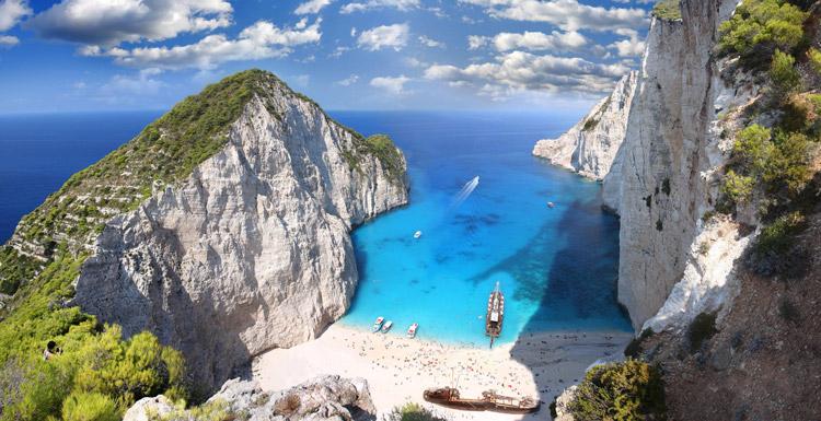 ساحل Navagio و غار آبی در Zakynthos